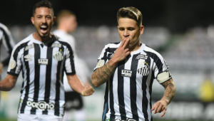 Após caso Robinho, Santos vence o Coritiba na despedida de Soteldo