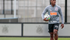 Xavier evita críticas a Coelho e diz se espelhar em Ralf para 'vencer' no Corinthians