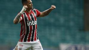 São Paulo acorda no segundo tempo, vence o Bahia e segue na cola do Atlético-MG