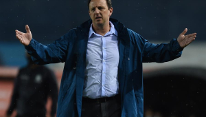 Torcida do Flamengo pede saída de treinador após título do Brasileiro: '#ForaCeni'