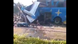 Acidente entre ônibus e caminhão deixa dezenas de mortos no interior de São Paulo