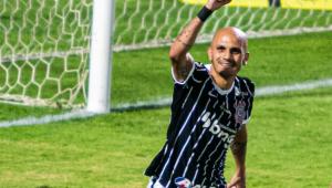 Corinthians vence Coritiba e fica mais longe da zona de rebaixamento no Brasileiro