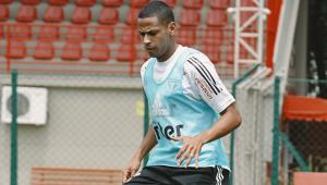 Bruno Alves volta aos treinos e fica à disposição de Diniz no São Paulo