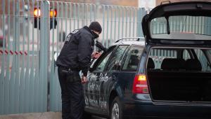 Chancelaria da Alemanha é invadida por carro com frase antiglobalização