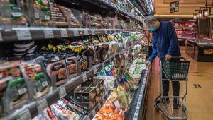 Mercado em Pequim suspende venda de congelados após achar vestígios de coronavírus