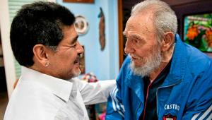 Amigos em vida, Fidel Castro e Maradona morreram no mesmo dia