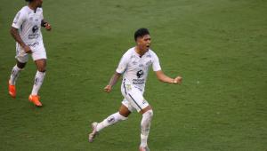 Santos supera desfalques por Covid-19, vence o Inter e entra no G-4