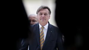Bolsonaro culpa política do 'fique em casa' por alta de preços no Brasil