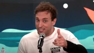 'Já tem uma ou outra pessoa chorando, normal', diz Léo Lins sobre seu novo show de stand-up