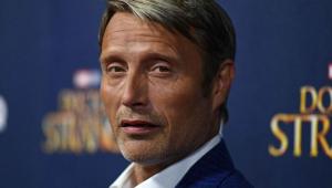 Mads Mikkelsen substitui Johnny Depp no elenco de 'Animais Fantásticos e Onde Habitam'