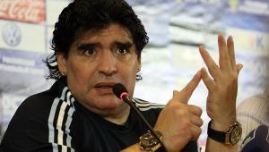Contrariando advogado, MP diz que ambulância chegou à casa de Maradona em 12 minutos