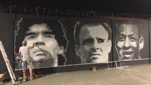 Homenagem a Maradona é vandalizada no CT do Santos; confira