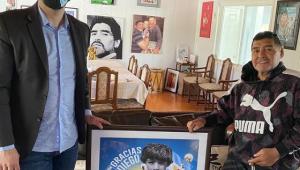 Maradona estava 'sequestrado' por advogado, diz ex-esposa do argentino