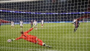 Neymar marca de pênalti, PSG vence RB Leipzig e respira na Liga dos Campeões