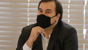 Maia defende instauração de CPI para investigar crimes de Pazuello durante a pandemia