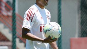 São Paulo: Rojas viaja com a delegação e pode voltar a jogar após dois anos