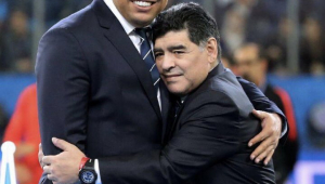 Ronaldo lamenta a morte de Maradona: 'Amigo que me inspirou desde moleque'
