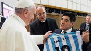Papa Francisco diz que pensa em Maradona 'com afeto' e em oração