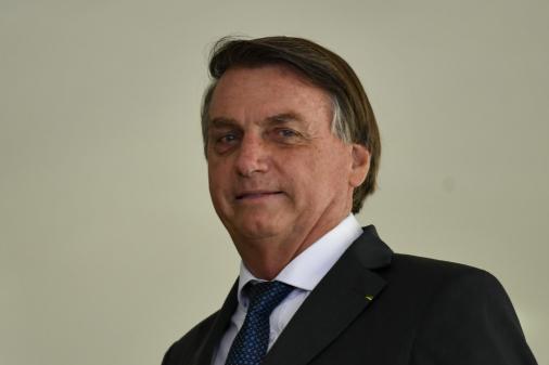 52% dos brasileiros isentam Bolsonaro de culpa por mortes pela Covid-19, diz Datafolha