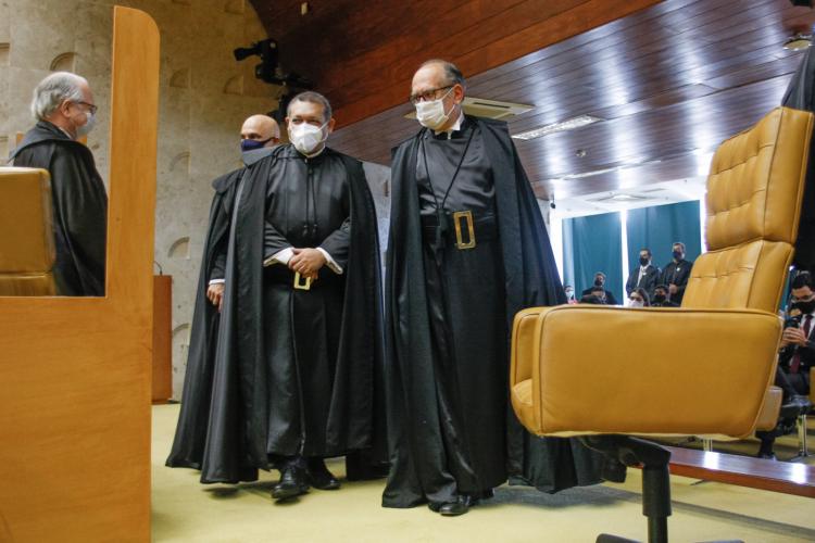 Chega, já passou da hora de impedir que ministro do STF se sinta dono do Brasil