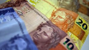 Constituição Federal determina que o salário mínimo deve ser reajustado ao menos pela variação do INPC do ano anterior