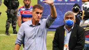 Vagner Mancini valoriza desempenho defensivo do Corinthians e defende Jô