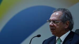 Guedes diz que vacina é fundamental para a economia e critica quem 'sobe em cadáveres' por política