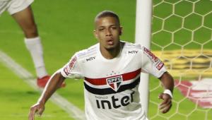 São Paulo vence Goiás por 3 a 0 e assume a liderança do Brasileirão