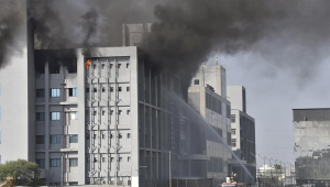 Incêndio mata cinco pessoas no Instituto Serum, na Índia; local produz vacina da Oxford contra Covid-19