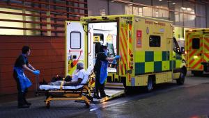 Devido à lotação, hospitais do Reino Unido recorrem a necrotérios improvisados