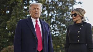 'Nós voltaremos de um jeito ou de outro', diz Trump em último discurso como presidente