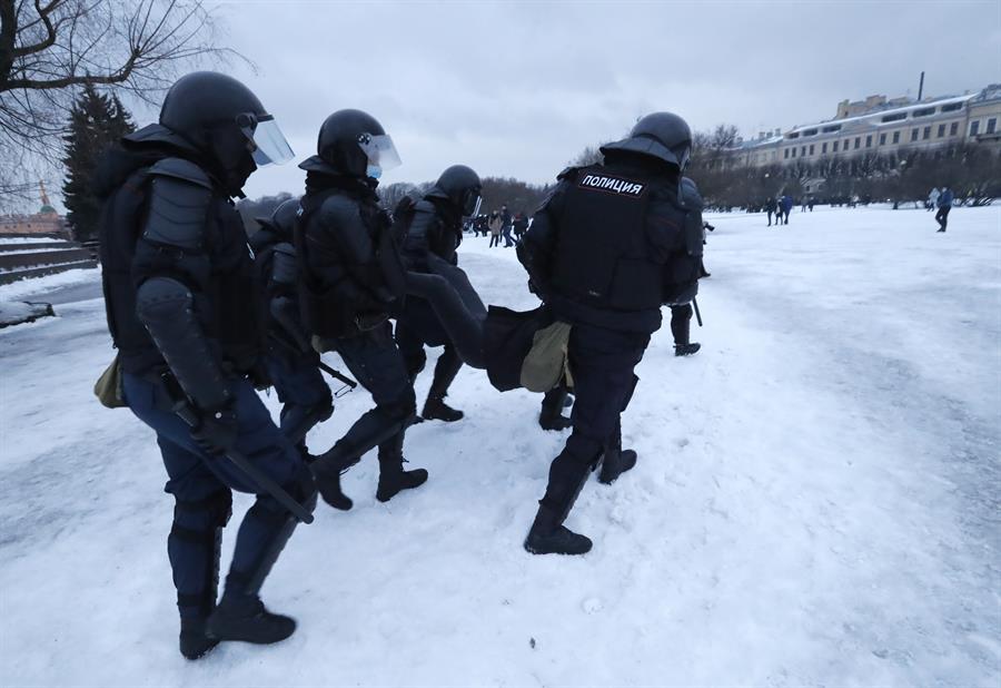Manifestações contra prisão de Navalny na Rússia têm centenas de pessoas detidas – Jovem Pan