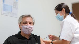 Presidente da Argentina recebe primeira dose da vacina Sputnik V