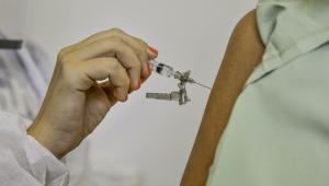 Rio vê desaceleração da pandemia e planeja ampliar vacinaçãocontra Covid-19