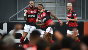 Flamengo vence Palmeiras por 2 a 0 e encosta na ponta do Brasileirão