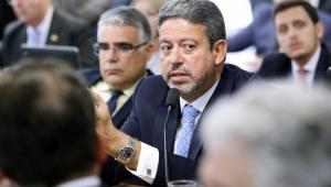Lira quer presença dos governadores em debate sobre Orçamento 2021