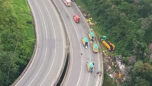 Acidente com ônibus de turismo deixa pelo menos 21 mortos no Paraná