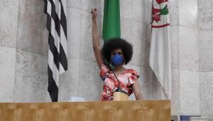 Covereadora da Bancada Feminista de SP registra queixa após ter casa alvejada por tiros