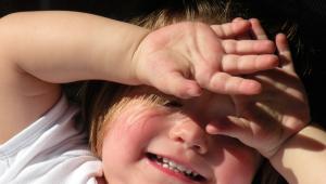 Especialista alerta para cuidados com os olhos durante o verão