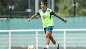 Cristiane durante treinado da seleção brasileira feminina
