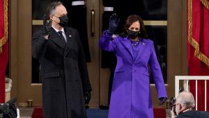 Kamala Harris é empossada como primeira vice-presidente mulher e negra dos EUA