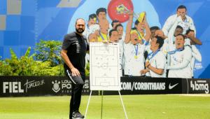 Ídolo e multicampeão: Danilo é o novo treinador do sub-23 do Corinthians