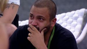 Caio faz Projota e Fiuk caírem no choro no 'BBB 21'; assista