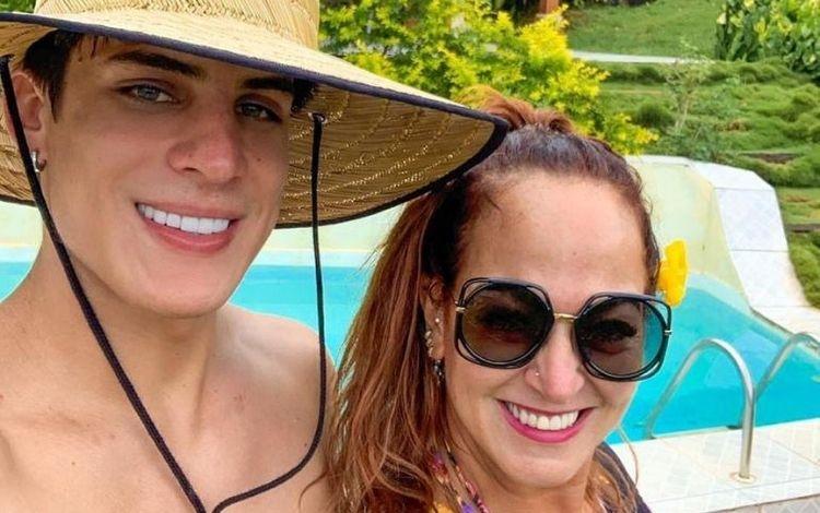 Após polêmica separação, Tiago Ramos se derrete por mãe de Neymar: 'A flor mais bela' – Jovem Pan