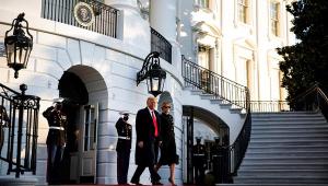 Enquanto Biden participa de missa católica antes da posse, Trump deixa Casa Branca