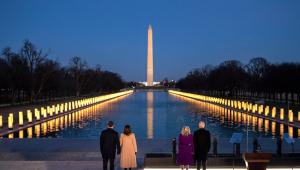 Joe Biden e Kamala prestam homenagem aos 400 mil mortos pela Covid-19 nos EUA