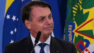 'Vacina é do Brasil, não é de nenhum governador', diz Bolsonaro