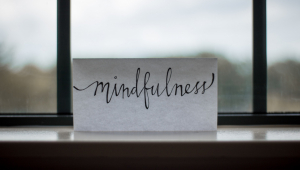 Conheça o mindfulness, técnica de meditação que ajuda a afastar pensamentos negativos