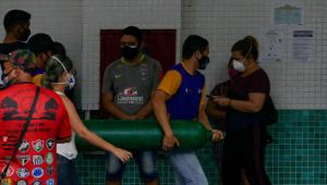 Questões geográficas levaram 'cenário de guerra e caos' a Manaus, diz prefeito