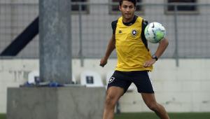 Marcinho durante treino no Botafogo, em 2020